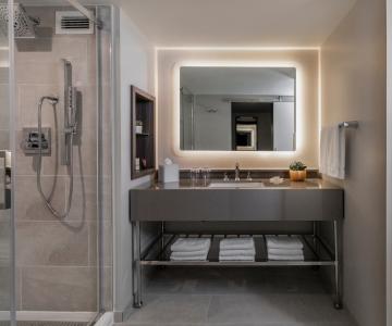 The spacious bathroom at Hotel Madera